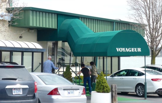 Saint Clair, MI: Entrance to the Voyageur Restaurant