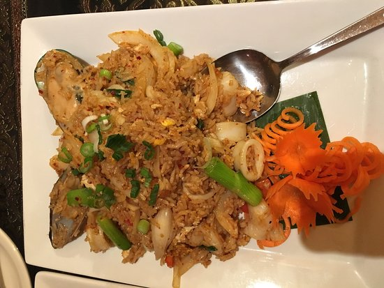 Νιούπορτ, Βερμόντ: Drunken Noodles and Fried rice w seafood
