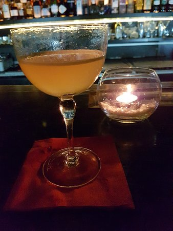 Verne Cocktail Club: 20170406_232403_large.jpg
