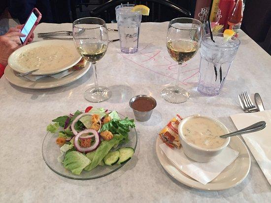 Rib & Chop House: Clam Chowder and side salad