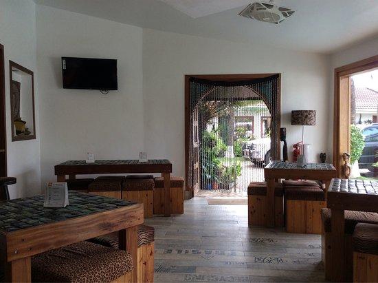 La-Paradise Inn: photo2.jpg