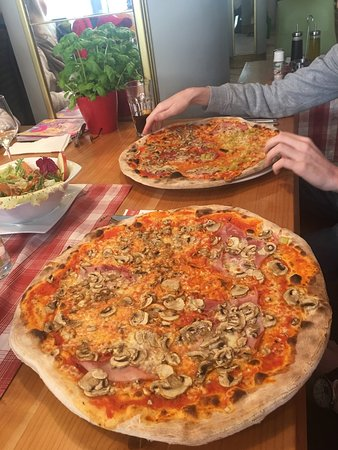Pizzas bigger than the plate