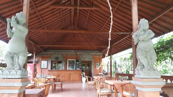 Panorama Cottages 2: Communal eating area