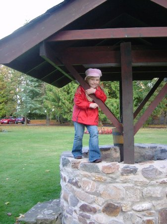 Forres, UK: My daughter photoed standing at the Hotel garden.