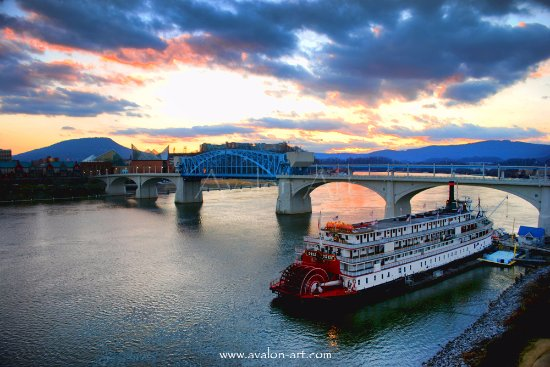 Walnut Street Bridge: Sunset