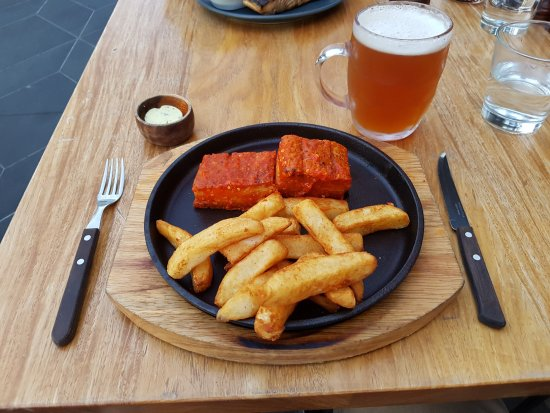 Ringwood, ออสเตรเลีย: This is the crispy pork belly with chili sauce ($28)