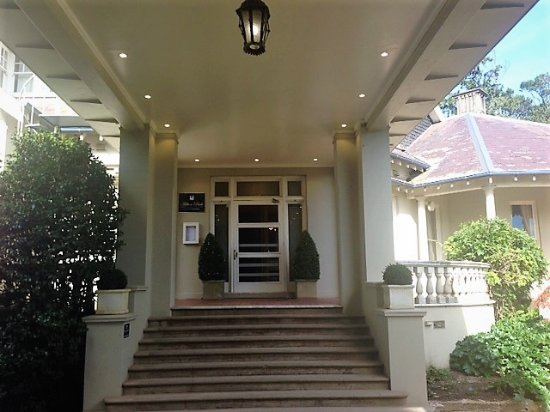 Bowral, Australia: Front entry portico
