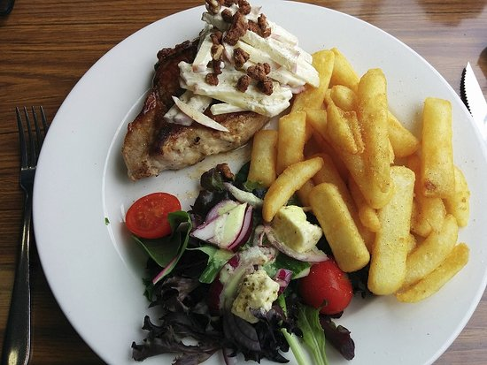 Dover, Australien: delicious pork fillet with salad, chips and apple/walnut/blue cheese - yum.