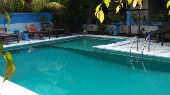 Sayang Maha Mertha: Nice size pool