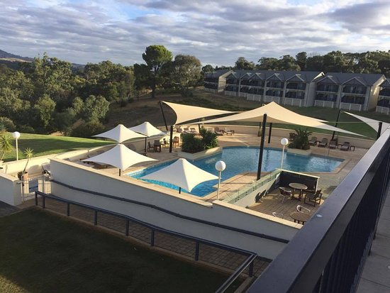 Rowland Flat, Australia: Looking towards the rooms with best views
