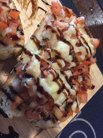Paddy's Bush Bar & Grill: Bruschetta and grilled chicken and avo smash