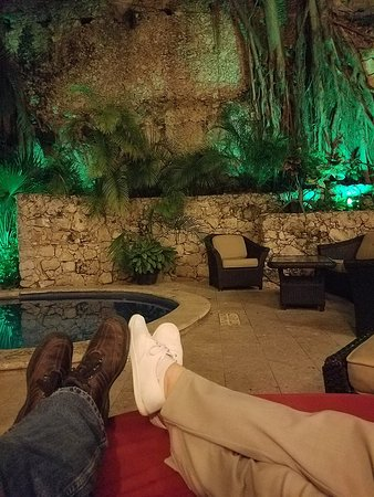 Hotel Maison del Embajador: Our usual evenings with a couple of beers. Check out the trees growing up the wall.