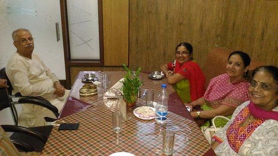 Anjar, Indien: P_20170408_213315_large.jpg