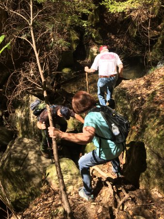 Double Springs, AL: Climbing down the giant rocks on the trail