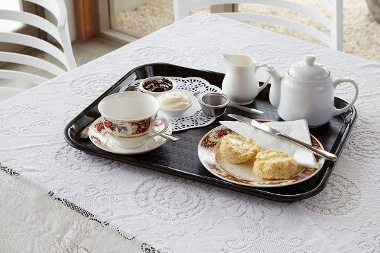 Mangawhai, New Zealand: Devonshire tea - scones with jam and cream.