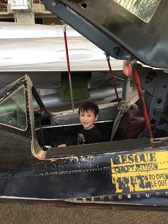 The Museum of Flight : Checking out the cockpit of an old jet fighter