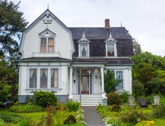 Didjeridoo Dreamtime Inn: Classic Victorian look