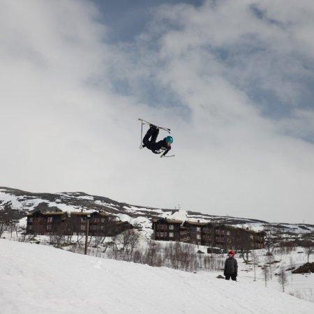 Telemark, Norge: Luftig svev på Haukelifjell Skisenter, påsken 2017.