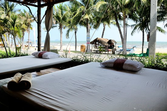 Dolphin Bay Resort: Spa Hut