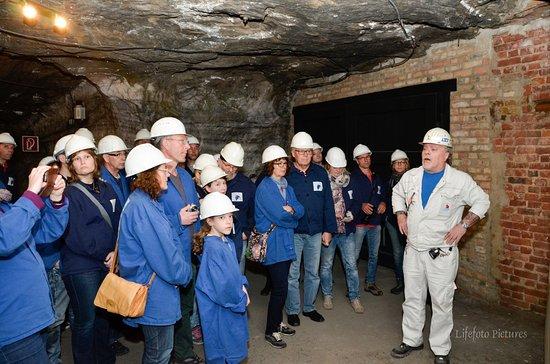 Merkers, Deutschland: Ein Bergbauarbeiter erklärt....