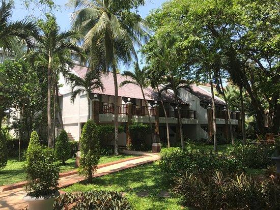 Woodlands Hotel & Resort: Garden, Rooms Views