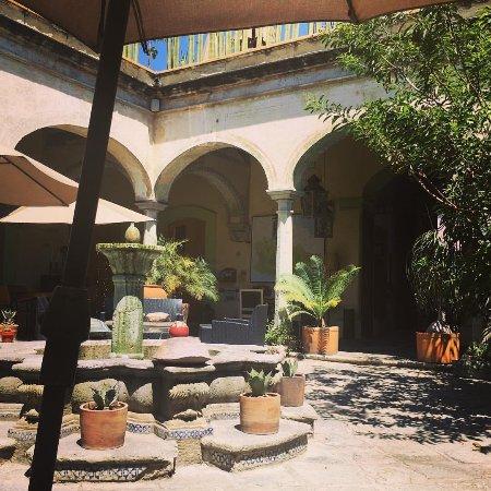 Casa de Sierra Azul: Courtyard main level