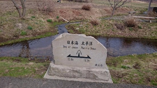 Sakaida Bunsuirei: 左が日本海 右が太平洋