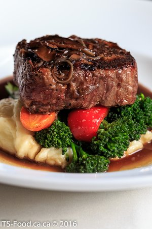 Mahle House Restaurant : Beef Tenderloin, fried onions served with very fresh veg and garlic mashed