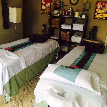Aisawan Thai Spa & Massage: Couples Massage