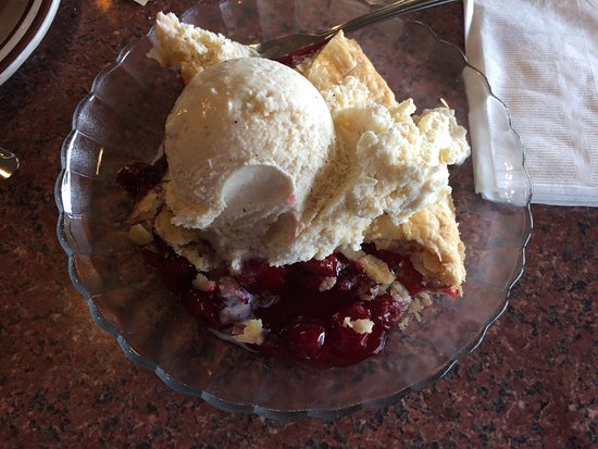 San Mateo, CA: Cherry pie a la mode