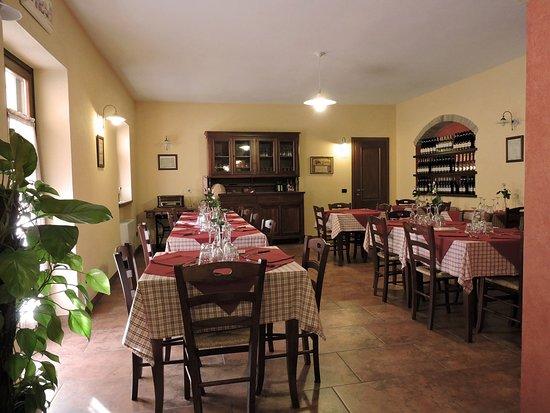 La sala da pranzo - Picture of Agriturismo Bongiovanni, Calosso ...