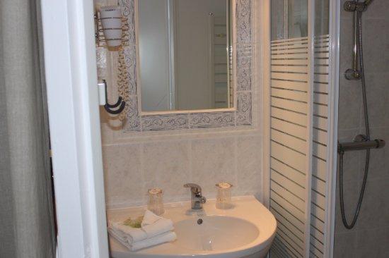 Medis, فرنسا: Salle de Bain  avec douche 