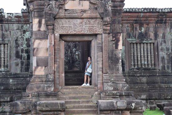 Vat Phou Temple: main door