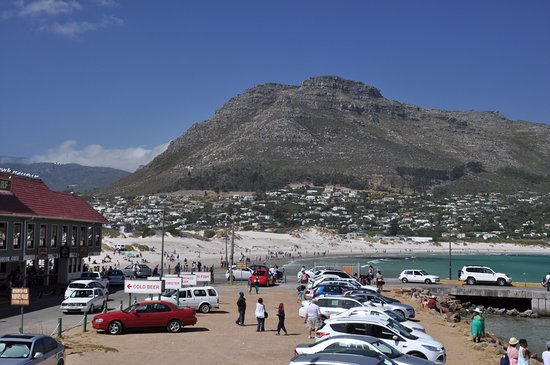 Hout Bay, South Africa: Fantastic views and it's an easy walk to go and get something to eat or an ice cream