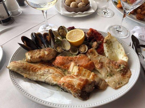 La Torre Del Mirador: Grilled fish mix.