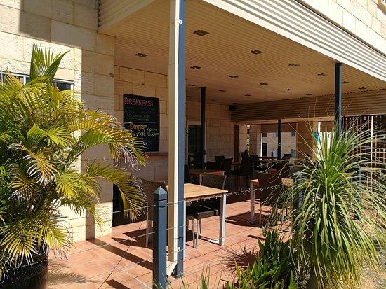 Kalbarri Edge Resort Restaurant: Al fresco dining