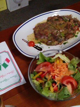 Unterschleissheim, Germany: Saltimbocca mit Salat