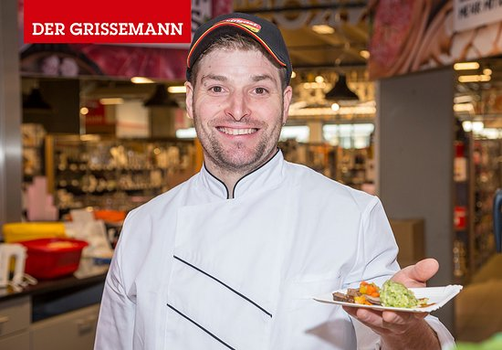 Zams, Österreich: Unser Küchenteam verwöhnt Sie mit leckeren Speisen.