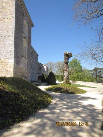 Gramont, França: une partie du parc du chateau