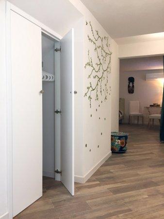 Armadio A Muro Corridoio.Corridoio Di Accesso Alla Stanza Con Armadio A Muro Picture Of A Casa Di Esther Bologna Tripadvisor