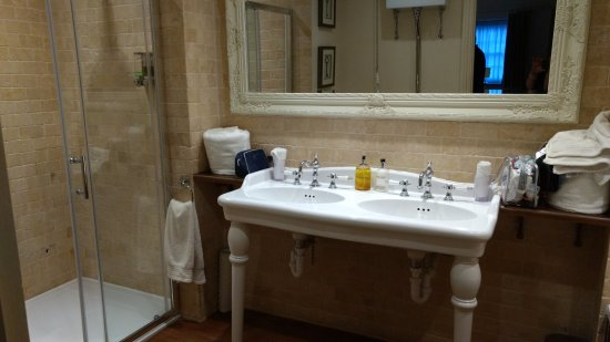 Angmering, UK: Penfold - exceptional bathroom