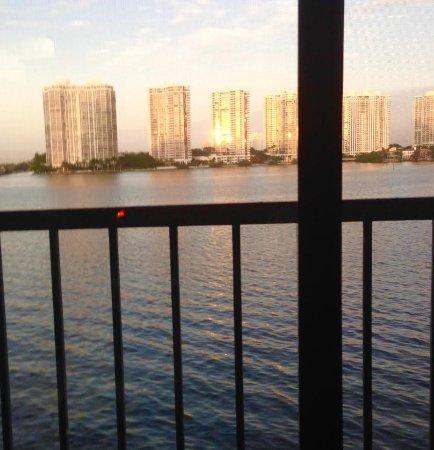 Sunny Isles Beach, FL: DESDE NUESTRO BALCON EN SUNNY ISLES FL. - SOL