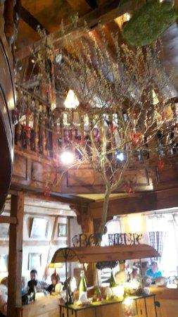 Restaurant A La Couronne: Elsässisch Rustikale Einrichtung In Einem Alten  Winzerhaus An Der Elsässischen Weinstrasse