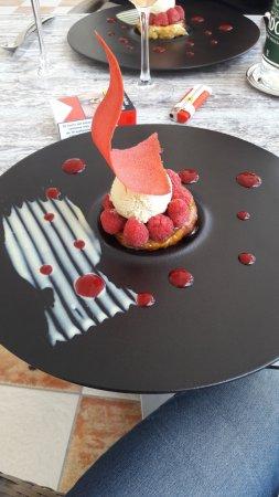 Saleilles, France: dessert tartelette aux framboises