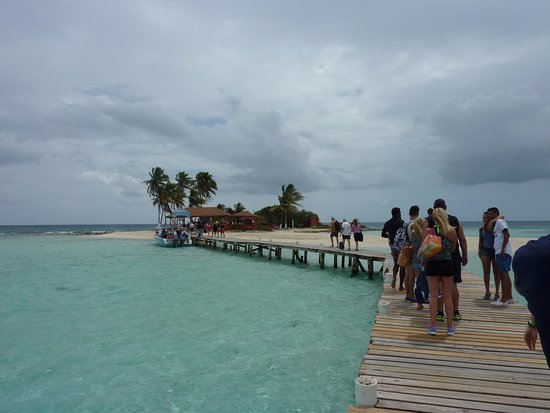 Goff's Caye: walking from the boat to the island