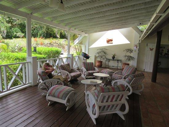 Saint George Parish, Barbados: Very pleasant seating area