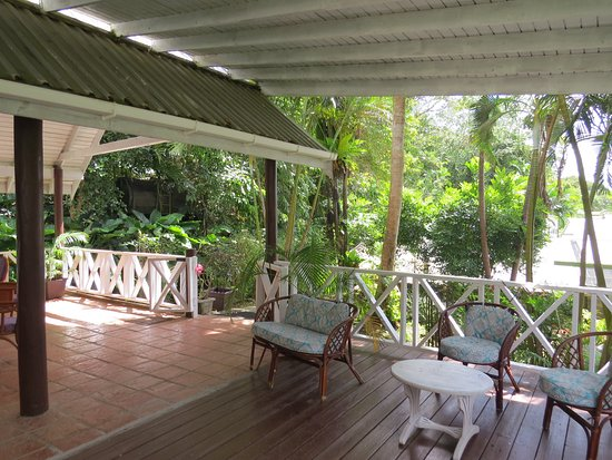 Saint George Parish, Barbados: Seating/decking area