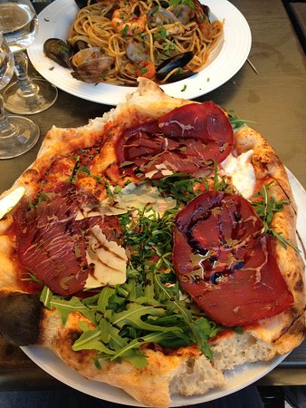 pizza picture of pizzeria monte cassino fontenay aux roses tripadvisor. Black Bedroom Furniture Sets. Home Design Ideas