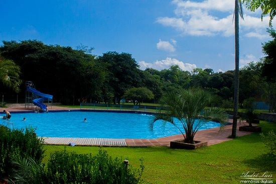 Harmonia, RS: Vista externa da piscina