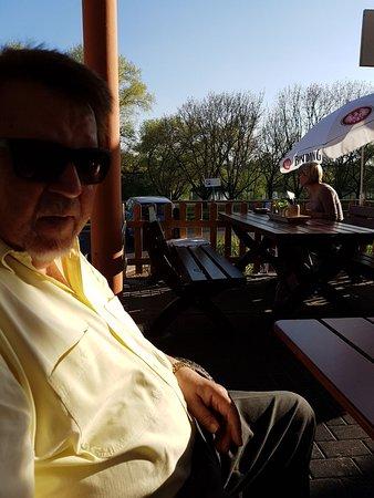 Maintal, Deutschland: Platz im Schatten